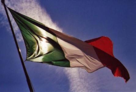 Capone in piazza con 'Italia Sovrana'