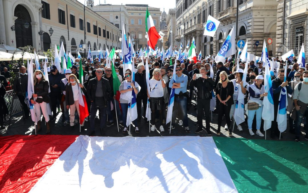 L'Ugl in piazza per dire «No alla violenza» e difendere i contratti da un pericoloso processo di destrutturazione